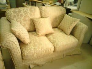 Фото дивана после перетяжки