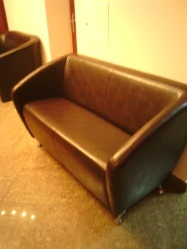 Перетяжка офисных диванов